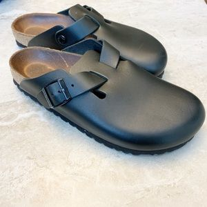 Birkenstock black leather closed toe clog